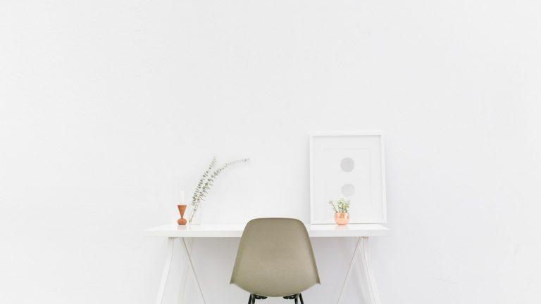 Comment bien décorer vos murs blancs de façon originale ?